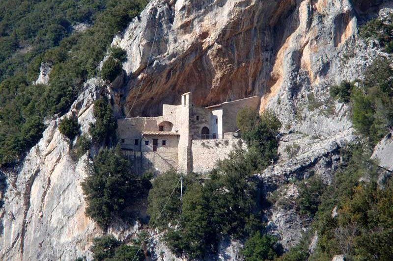 Grotte dell'Abbadessa, Cascate del Menotre e Eremo di Santa Maria